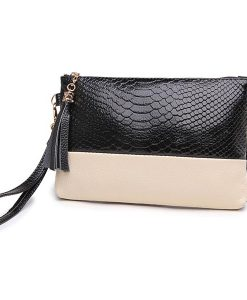 Tassel Snake Grain Clutch Bag