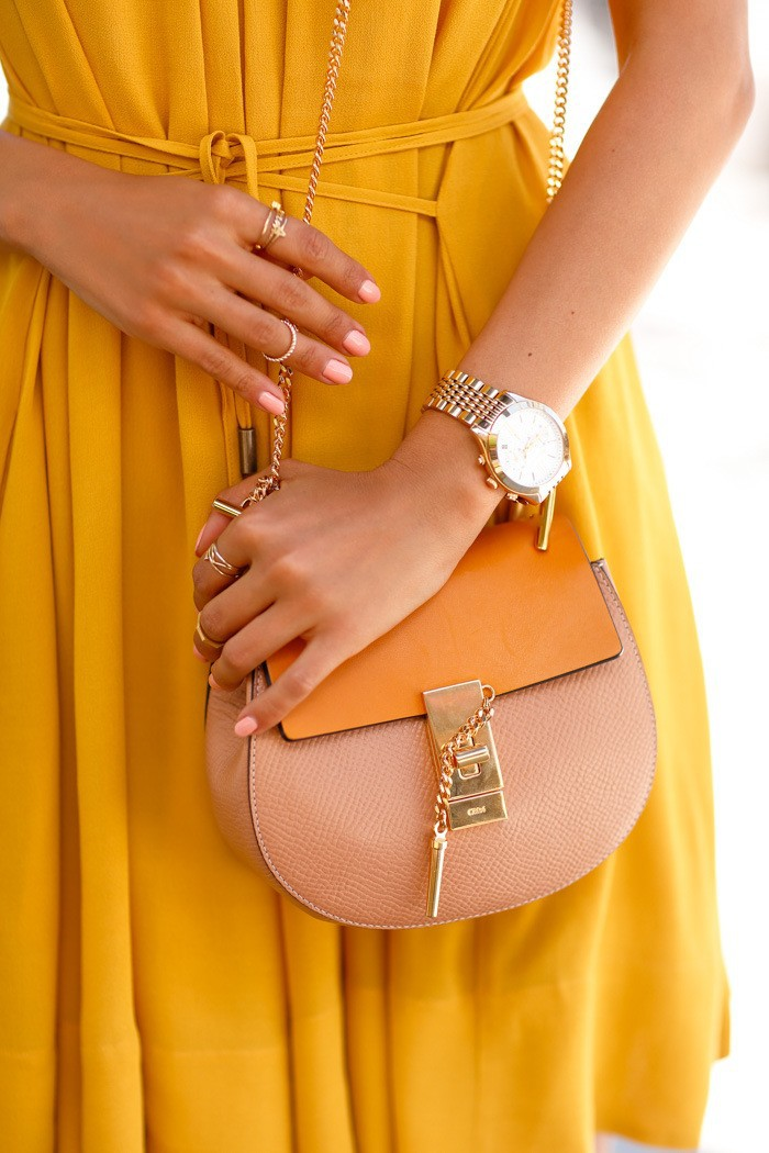 Accessories ith yellow dress gon